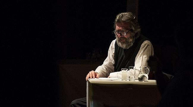 İstanbul şairi Orhan Veli'den dizeler