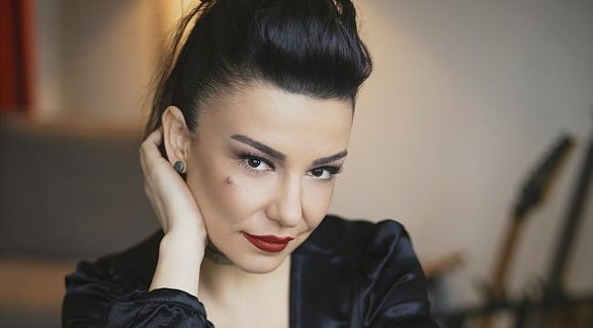 Fatma Turgut ve Demir Demirkan ile rock-akustik bir gece