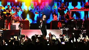 Tarkan, Azerbaycan'da 20 bin kişiye konser verdi