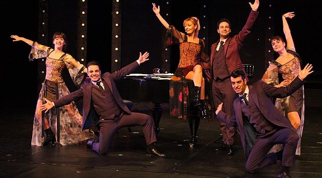 İBB Şehir Tiyatroları'ndan yeni oyun: Bak Bizim Şarkımızı Çalıyorlar
