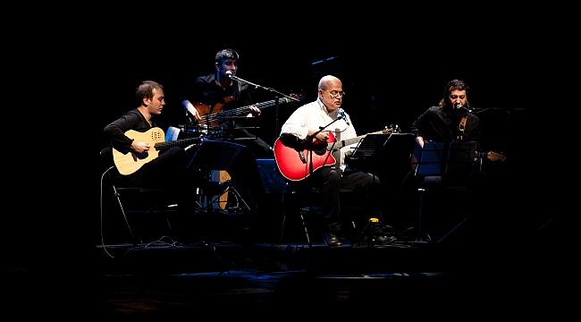 Vedat Sakman'ın gitarı eşliğinde Nâzım dizeleri