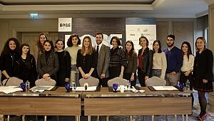 Türkiye'nin yeni nesil sanatçıları aynı sergide buluşuyor: BASE