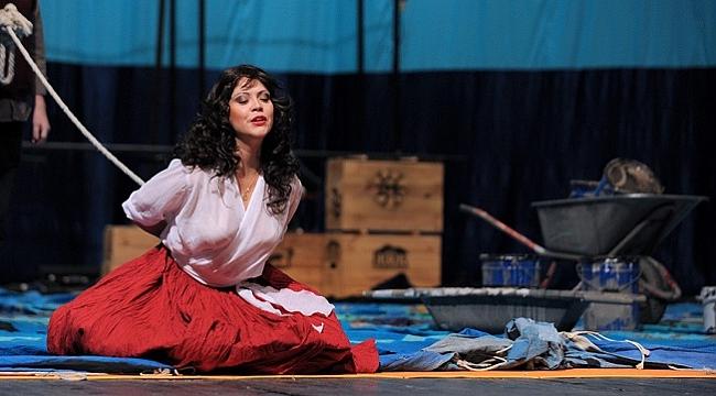 Carmen, bu kez Don Jose'yi öldürecek