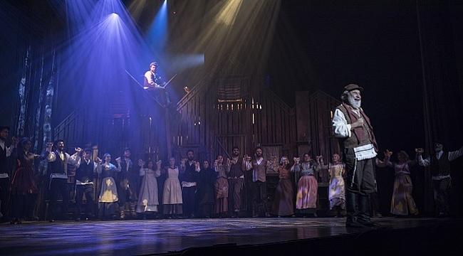 'Damdaki Kemancı' müzikali izleyicilerle buluştu