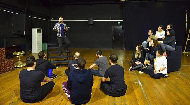 Devlet Tiyatroları Mehmet Akif Ersoy'u ilk kez tiyatro sahnesine taşıyor