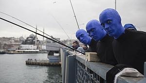Dünyaca ünlü Blue Man Group İstanbul sokaklarında