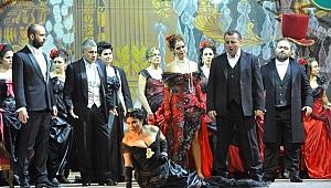 La Traviata, İstanbul Opera Festivali kapsamında Türkiye'de sahnelendi