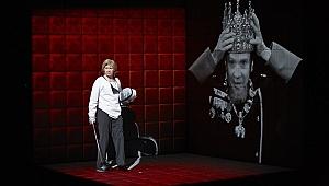 Robert Lepage'dan bir Hamlet yorumu: Hamlet | Collage