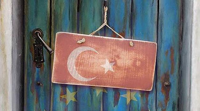 Kitap: Popülizmle Dönüşen Avrupa ve Türkiye-AB İlişkilerinin Geleceği