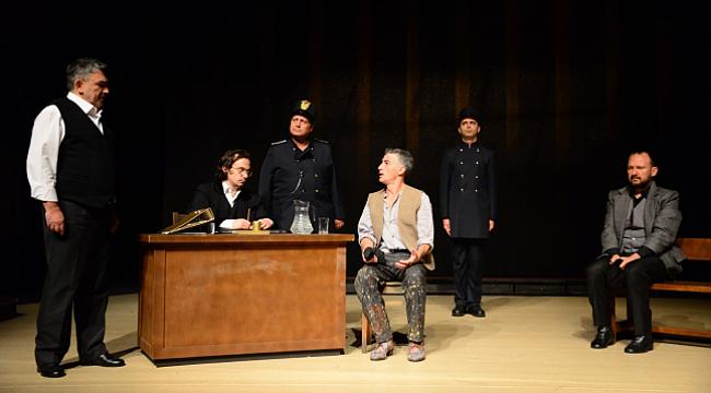 'Suç ve Ceza'yı 15 yıl aradan sonra yeniden tiyatro sahnesinde