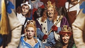"""Erdal Özyağcılar """"Kral"""" ile tiyatro sahnesinde"""