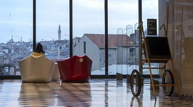 Yılmaz Zenger'in heykel ve mobilyaları SALT Galata'da