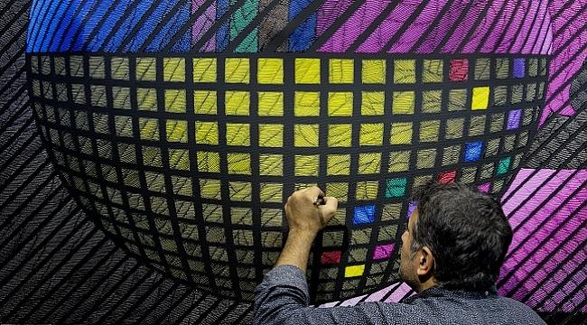 Işık Üstüne Işık: Madrid'de ilk Ahmet Güneştekin sergisi