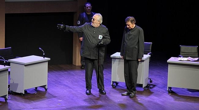Rutkay Aziz ve Taner Barlas'ın başrolü paylaştığı 1984 oyunu Yunus Emre Kültür Merkezi'nde