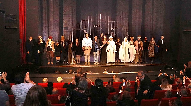 Şehir Tiyatroları'nın yeni oyunu Aşk Bir Zamanlar seyirciyle buluştu