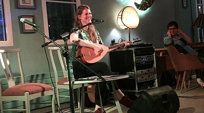 Alman müzisyen Petra Nachtmanova, Fransız Enstitüsü'nde bağlamasıyla konser verdi