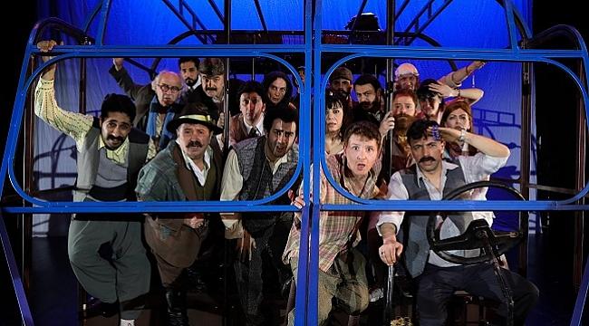 Mustafa Kutlu'nun hikayesi Mavi Kuş tiyatro sahnesinde
