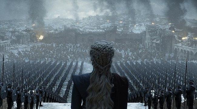 Emilia Clarke Game of Thrones finali için Hitler'i seyretti