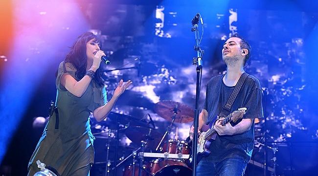 Ayşegül Aldinç doğum gününde Harun Tekin ile aynı sahnede