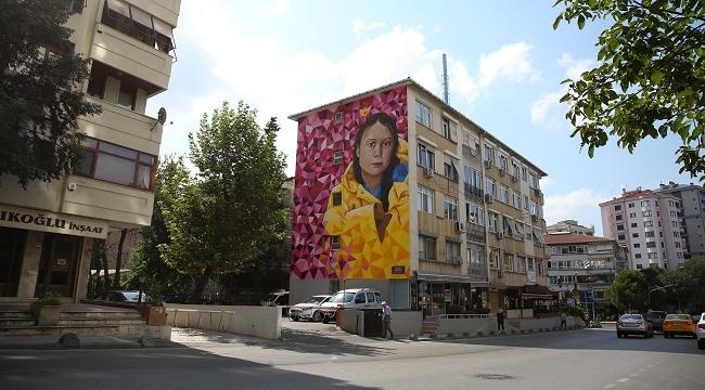 16 yaşındaki iklim aktivisti Greta Thunberg Kadıköy sokaklarında
