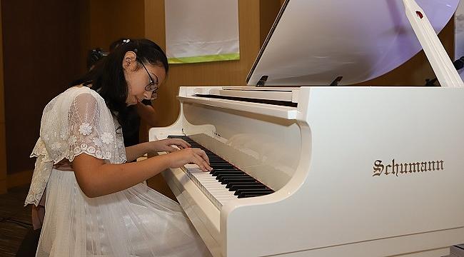 9 yaşındaki piyanist Arya Su Gülenç, küresel iklim değişikliği için şarkı besteledi