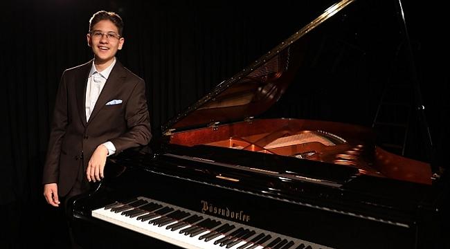 Genç caz piyanisti Hakan Başar'dan ilk albüm: On Top of the Roof
