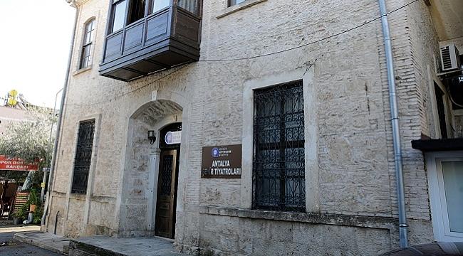 Antalya Şehir Tiyatroları yeni oyunlarla Ocak ayında perdelerini açıyor