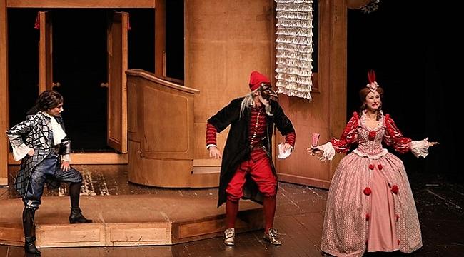 İBB Şehir Tiyatroları'nda Kasım ayında hangi oyunlar var?