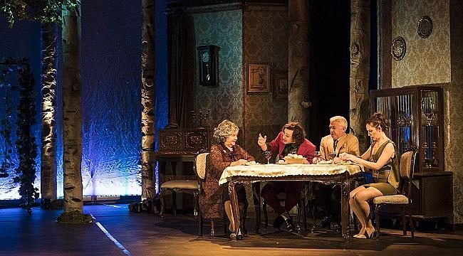 Nevra Serezli 11 yıl sonra tiyatro sahnesine döndü