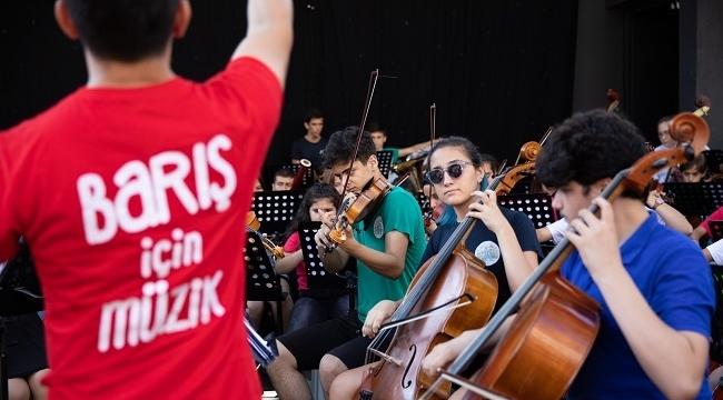 Kömürlükten ışıltılı konser salonlarına: Barış İçin Müzik