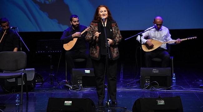 Sabahat Akkiraz, 50'inci sanat yılını Kadıköy'de kutladı