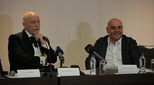 John Malkovich, The Music Critic oyunu öncesinde Nedim Saban ile buluştu