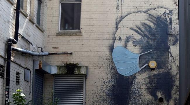 Banksy'den İnci Küpeli Kız portresine corona güncellemesi