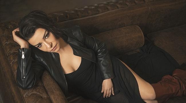 Fatma Turgut Elimde Dünya şarkısına klip çekti