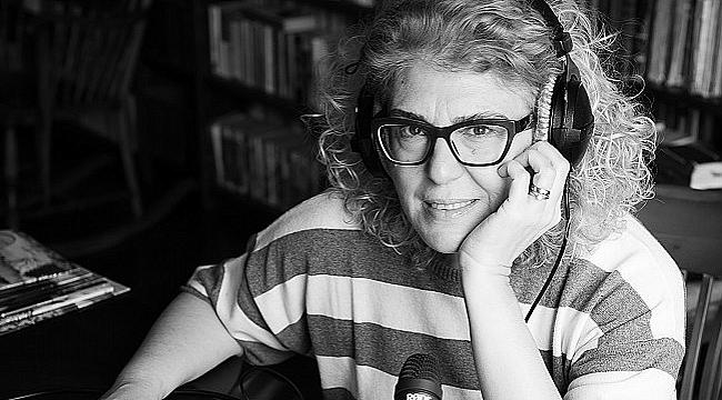 Deniz Yüce Başarır ve Can Kozanoğlu, Jeanette Winterson'ın Tutku adlı romanına odaklanıyor