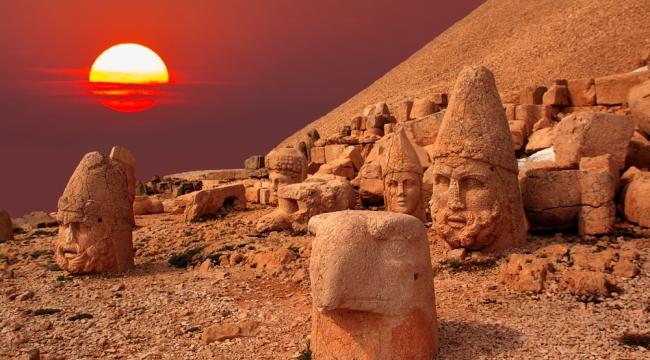 Zamana yenilen bir tanrı - kral ve Nemrut Dağı'nın büyüleyici heykelleri