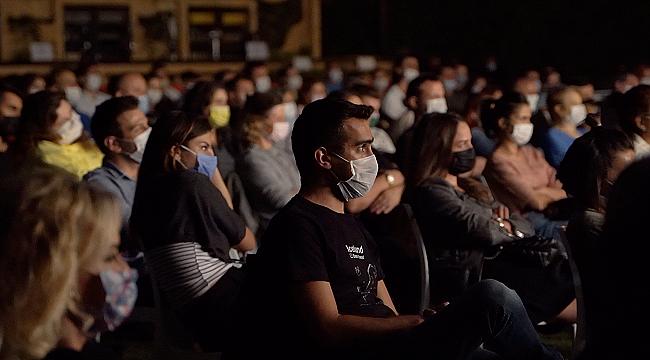 20 günde 14 farklı tiyatro oyununu yaklaşık 10 bin kişi izledi