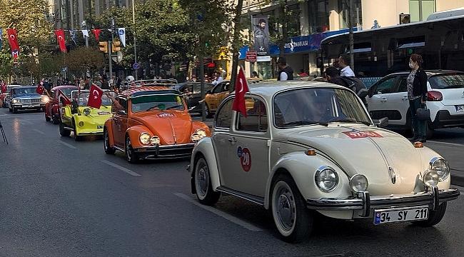 Cumhuriyet Bayramı kutlamalarına klasik otomobiller damga vurdu