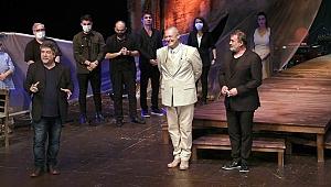 Rüstemoğlu Cemal'in Tuhaf Hikâyesi oyunu seyirciyle buluştu