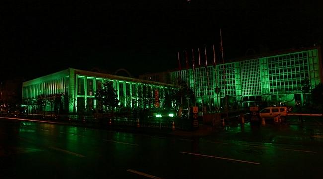 İBB binası yeşile büründü