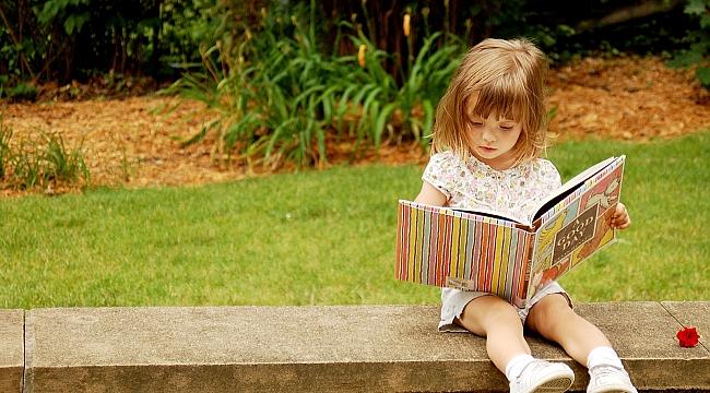 Çocuklara çizgi film izletmek mi kitap okumak mı daha yararlıdır?