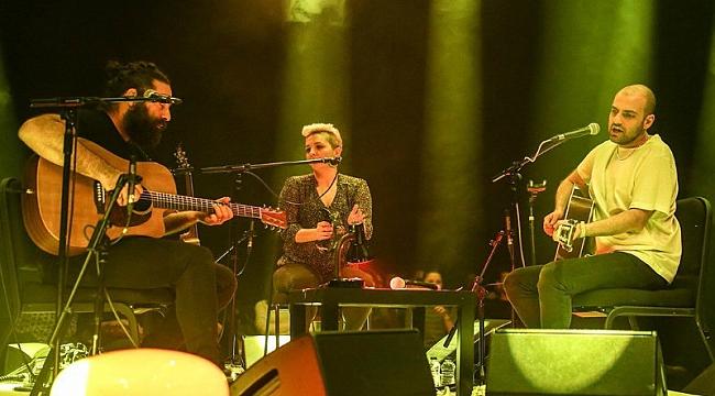 Büyük Ev Ablukada grubundan akustik konser