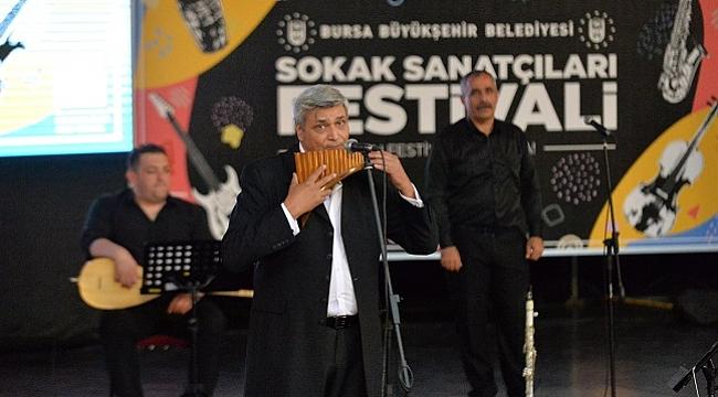 Bursa'da sokak sanatçıları konser verdi