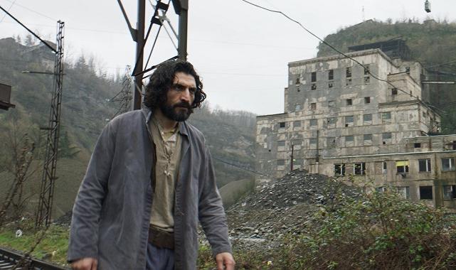 Erdem Tepegöz'ün son filmi 'Gölgeler İçinde' bu hafta vizyona giriyor