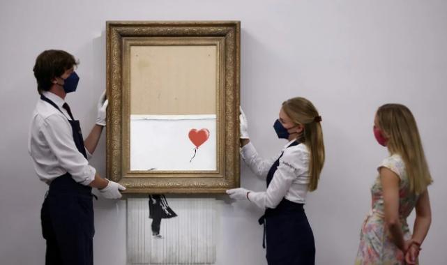 Banksy'nin 'parçalanan' eseri rekor fiyata satıldı