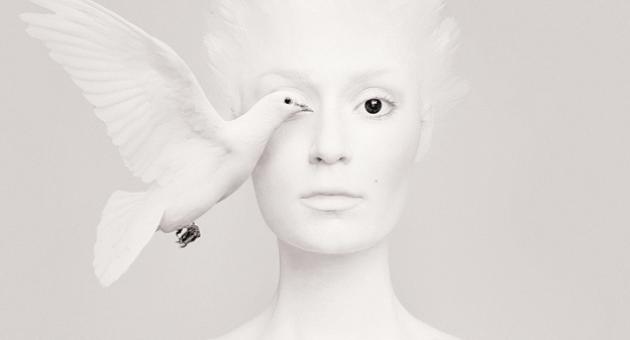 Photoshop'u ağlatan fotoğrafçı: Flora Borsi