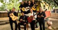 İstanbul için Chico & The Gypsies vakti