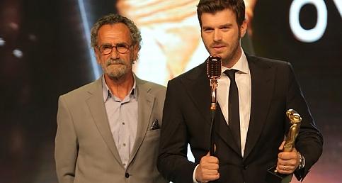 Kıvanç Tatlıtuğ'a Yılın En Başarılı Erkek Oyuncusu Ödülü