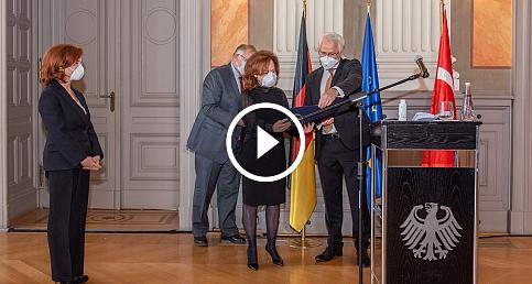 Güher ve Süher Pekinel kardeşlere Almanya'dan Liyakat Nişanı