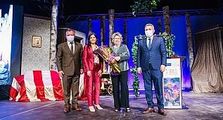 Adana Tiyatro Festivali'nde Nevra Serezli'ye ödül